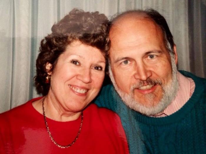 Он писал ей любовные письма 40 лет! Но все это время он не знал одной тайны…