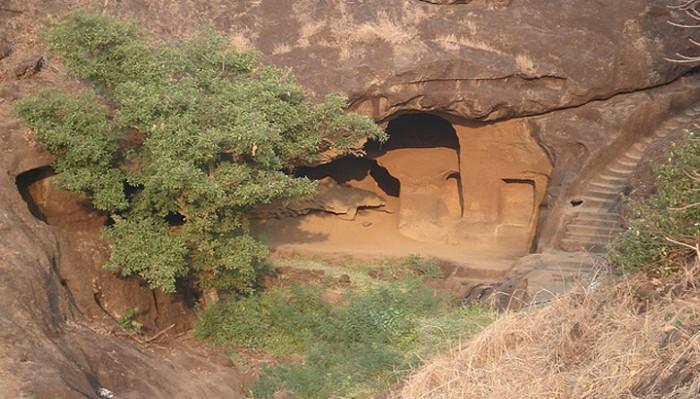 Он охотился на тигра, и случайно нашел странную пещеру. Вы не поверите, увидев, что оказалось внутри