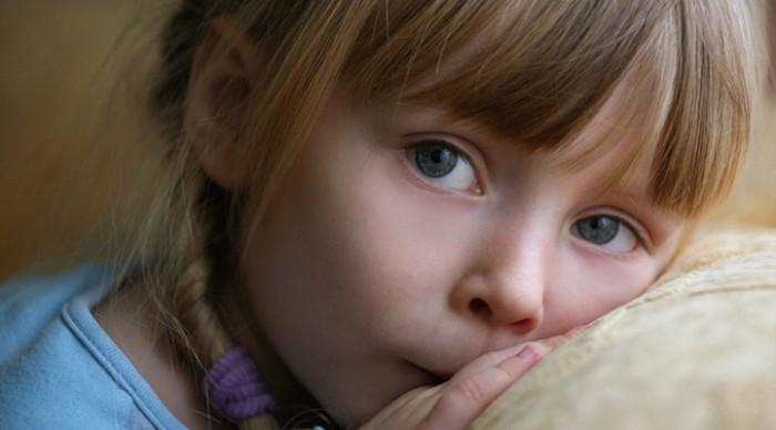 «Я ХОЧУ КУШАТЬ», — тихо сказала маленькая девочка. Эти слова ранили его в самое сердце!