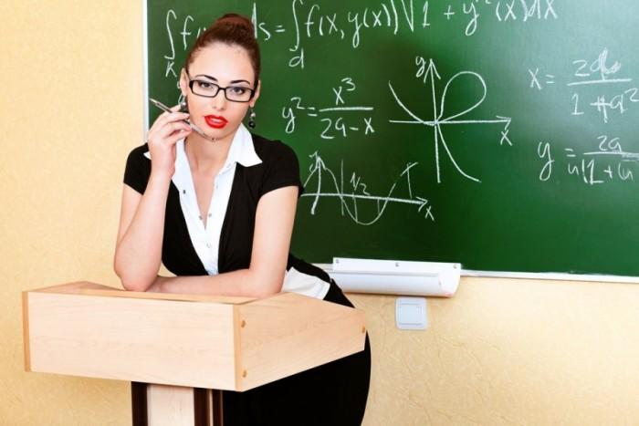 Учитель в классе спрашивает: Скажите дети, что возбуждает интерес человека?