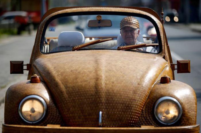 Как вы думаете из ЧЕГО, этот человек смог построить целую машину?