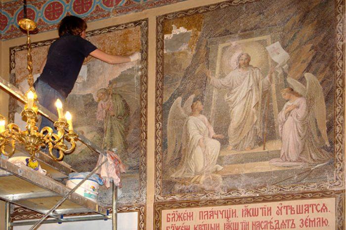 Когда настоятель монастыря увидел счет за реставрацию, его руки затряслись от ярости…