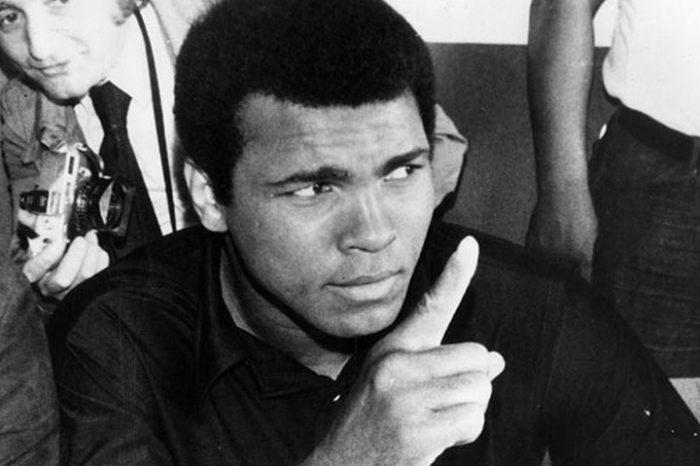 Мир прощается с легендарным Мохамедом Али. Вспоминаем 15 хлестких цитат великого боксера!