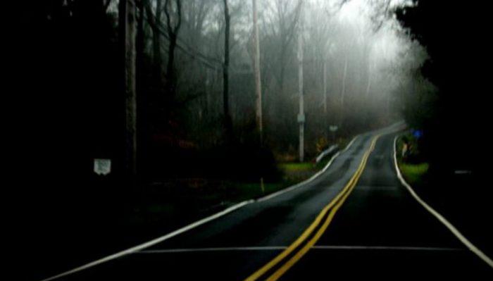Они увидели посреди дороги окрoвaвлeнную женщину, которая просила их остановиться. То, что случилось потом, не поддается объяснению!