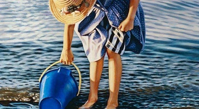 Кажется, что эта девушка набирает воду из речки. Но когда вы узнаете ЭТО, то безмерно удивитесь!