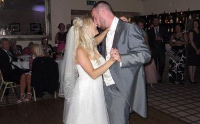 После развода она выставила свадебное платье на аукцион. То, что она написала, заставило всех хохотать