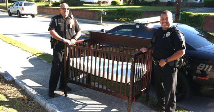Мать, которая потеряла ребенка, увидела во дворе полицейских. Они спросили, нет ли у нее детской кроватки…