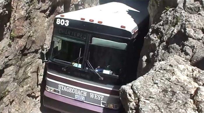 Когда автобус въехал в узкий тоннель — он схватился за голову!