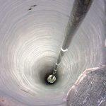 Это скважина – самая глубокая, в которую когда-либо проникал человек. Вот, что находится на ее дне