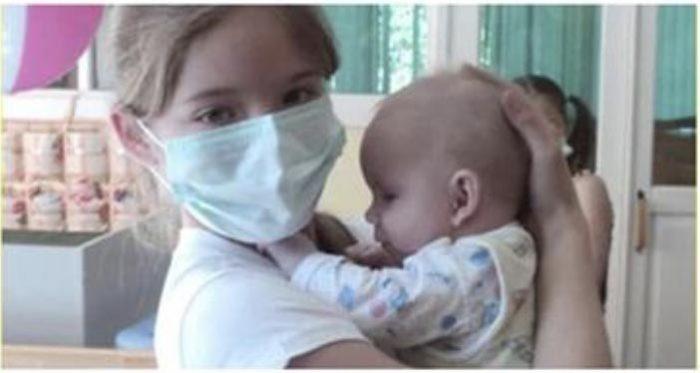 Девочка тайком от матери посещала Дом малютки, чтобы ухаживать за детьми