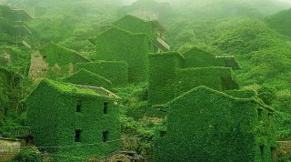 Проигравшая природе: так выглядит заброшенная рыбацкая деревня в Китае