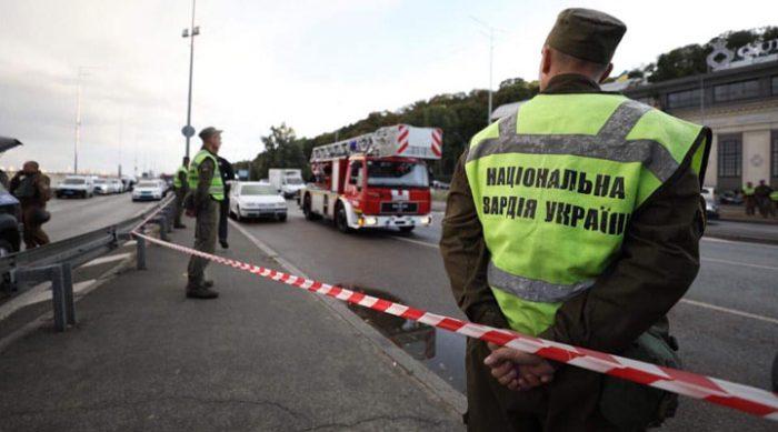 Транспортный коллапс в Киеве. Неизвестный угрожает взорвать мост Метро